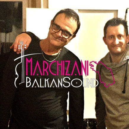 L'immagine ritrae il gruppo musicale Marchizani Balkan Sound