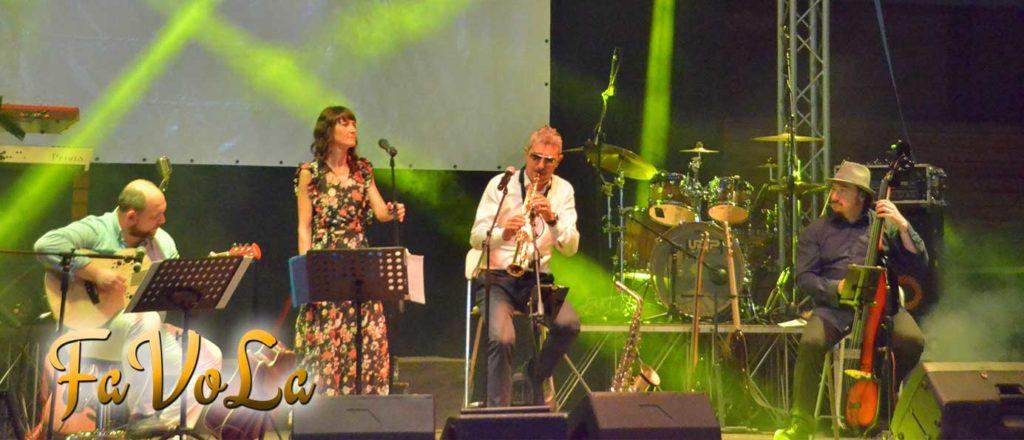 L'immagine ritrae il gruppo musicale Favola